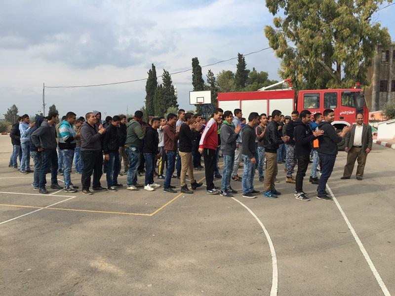 الدفاع المدني الفلسطيني ينفذ مناورة اخلاء في مدرسة برطعة الثانوية ومدرسة الفاروق .