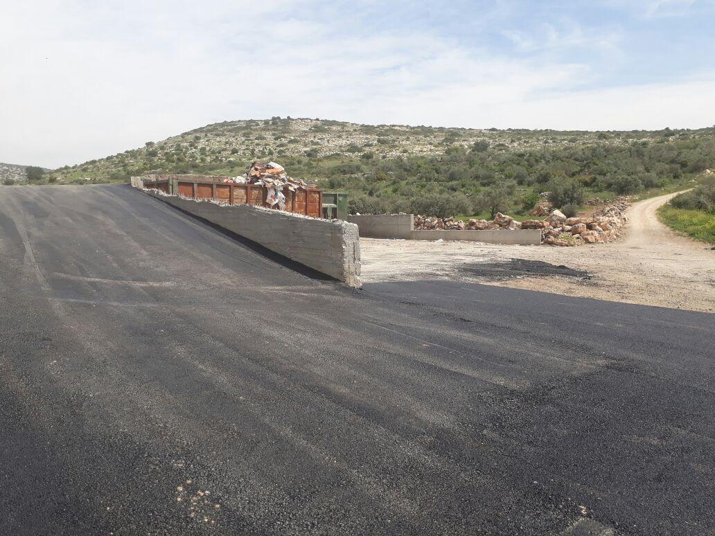 بلدية برطعة تنهي مشروع تعبيد محطة ترحيل النفايات .