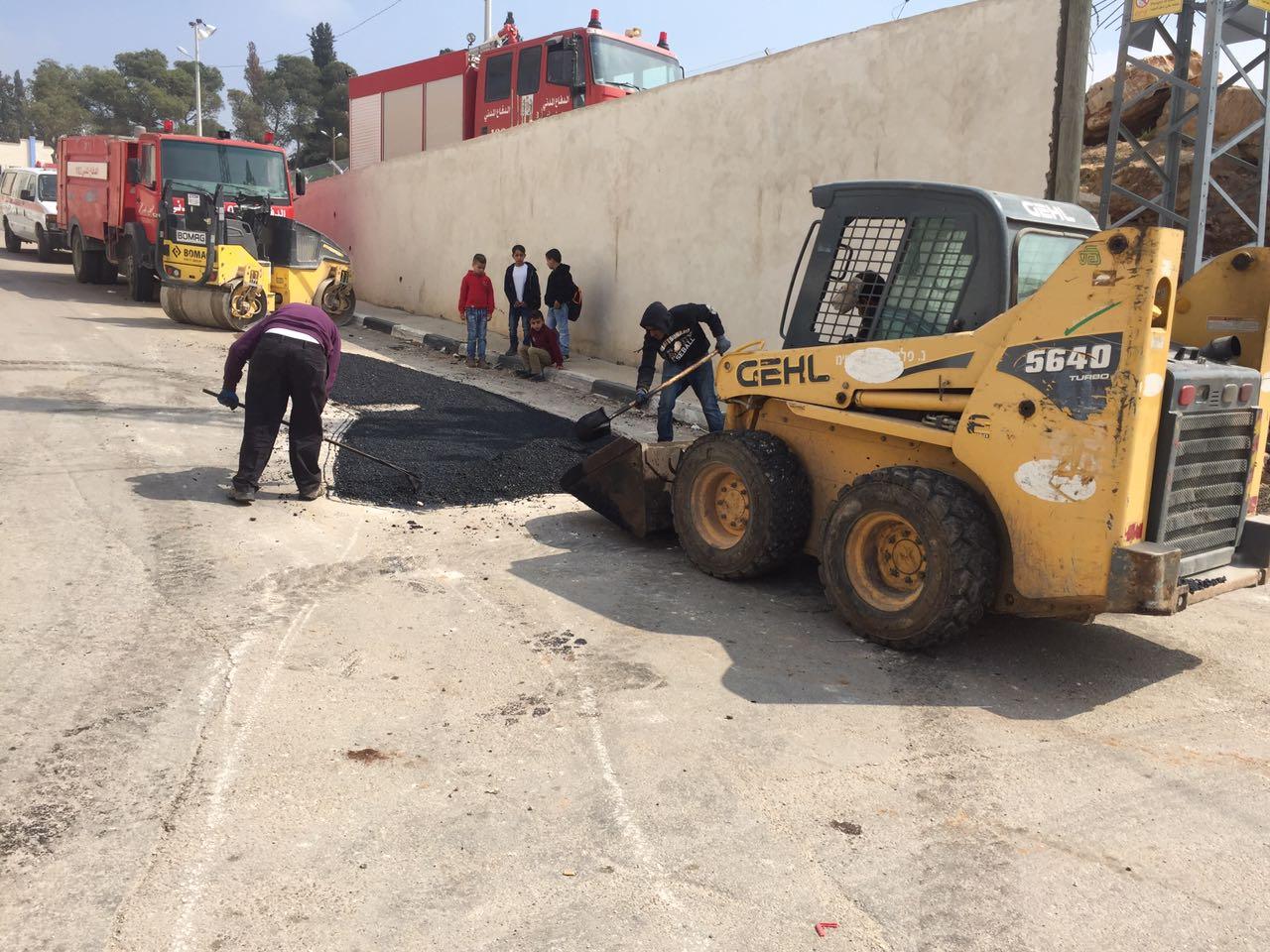 الانتهاء من المرحلة الثانية من اعمال المشروع السنوي ترميم وصيانة وترقيع طرق داخلية في بلدة برطعة.