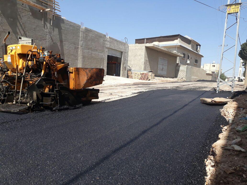 الانتهاء من توسعة و ترميم وصيانة وتعبيد طرق داخلية الشارع الجنوبي بالقرب من البلدية .