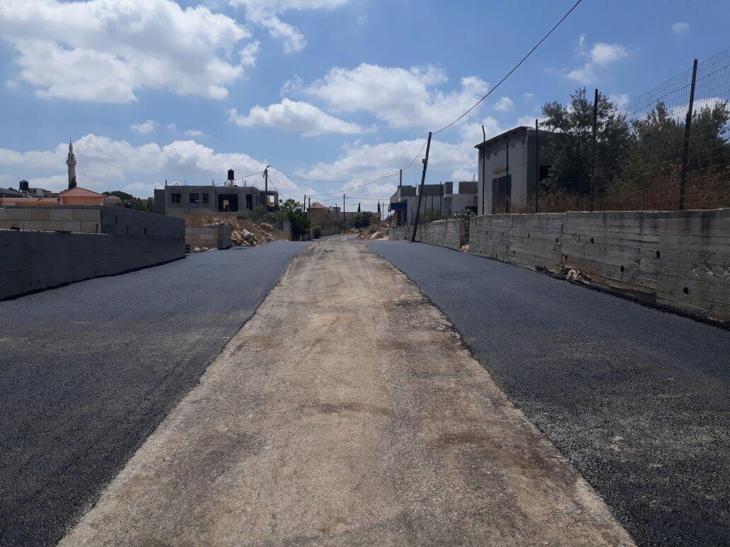 بلدية برطعة تنهي تعبيد شارع حي الحمالة الشرقي .