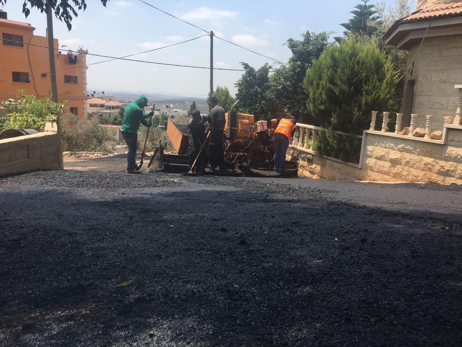 بلدية برطعة تنهي تعبيد الشارع المؤدي الى حارة ابناء الحاج وهبي قبها .